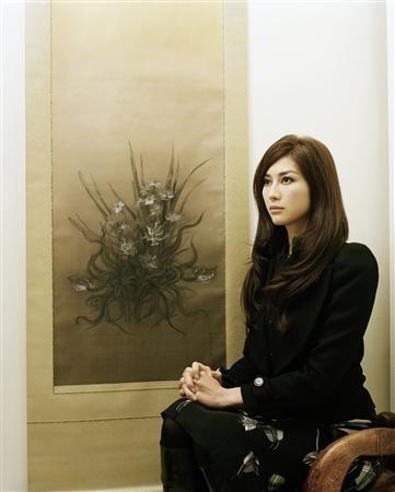 Fuyuko Matsui with her painting.