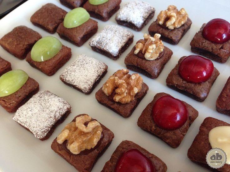 Mini Brownies de chocolate con fruta | Alice Bakery
