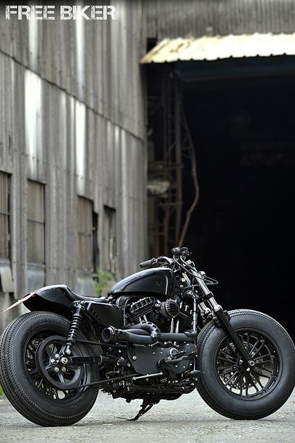 not sure what bike this is... but if i have to guess I'll think it is a Harley......
