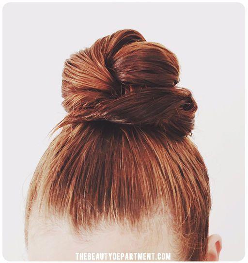 Voici 5 idées pour vous coiffer sur cheveux mouillés sans perdre de temps. Focus : le chignon bun