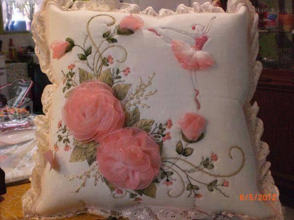 Cojin con Flores y Bailarina | bordado en cinta :) | Pinterest