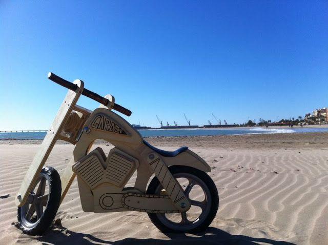 Txirbil artean: Harley de madera