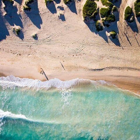 Oh happy day  @ejfaris  #peasholmbeach #gameoftones #fromabove #aerialphotography #aerial #drone #minimal #drones #beachlife #travel #fromwhereidrone #tones #SoPerth #summer #liveauthentic #perthisok #westisbest #wanderlust #beach #water #ocean #summervibes #goodvibes #potd #sun #beautiful #Australia #love #westernaustralia #instagood