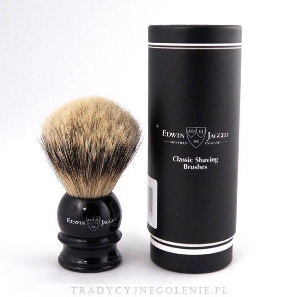 Najwyższej klasy średni pędzel do golenia Edwin Jagger z najwyższej jakości ręcznie selekcjonowanego włosia borsuka klasy Silver Tip. Rączka w kolorze czarnym, na rączce logo Edwin Jagger.