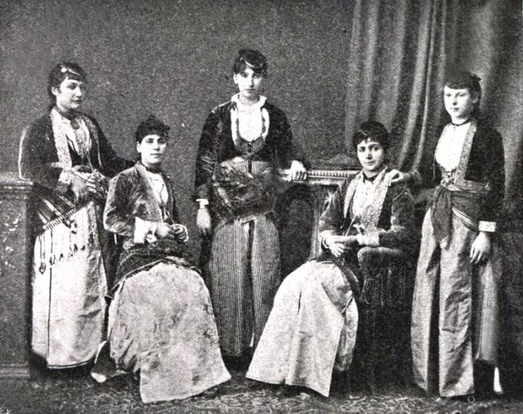 File:Pontian Greek dress Trabzon.JPG - Wikimedia Commons