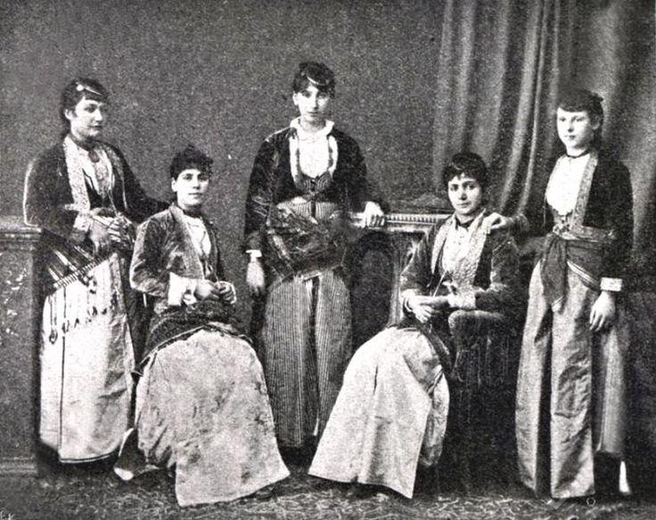 File:Pontian Greek dress Trabzon.JPG - Wikimedia Commons