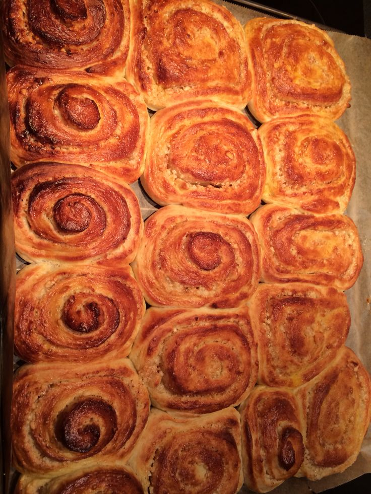 Almond-cinnamon rolls
