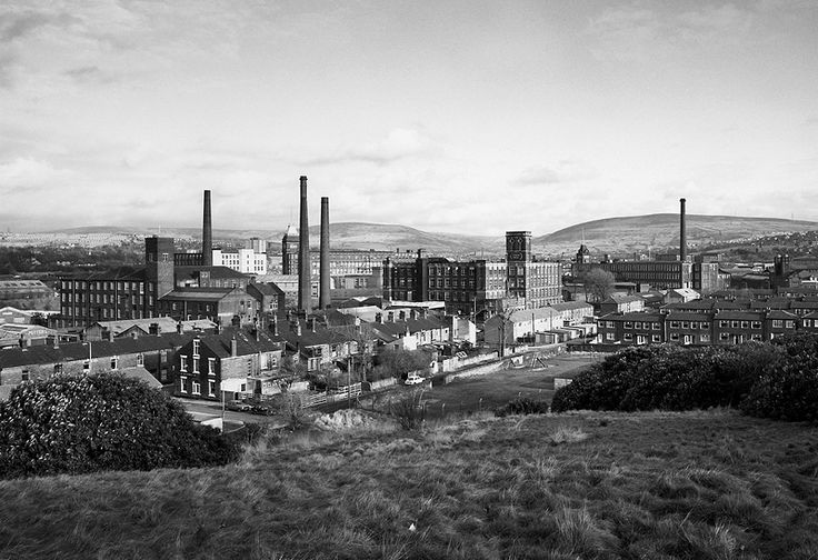 Stalybridge, Cheshire 1983 © John Davies. Time and again I seem to go back to Black and White photographs belonging any genre. And since I like Landscape, the best way to get inspired is to look at practitioners like John Davis who have a great collection of black and white landscape photographs. Man made structures embedded into the hills trying to civilise nature is what I can think of when I look at this photograph.