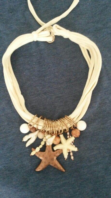 Collana in fettuccia con agata, quarzi, perle di fiume rosa, corallo bambú, perle di fiume barocche, mokaite e resina. Notedizucchero.blogspot.com