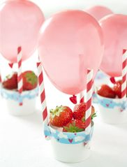 Just adorable! These healthy hot-air-balloon treats with fresh strawberries (or just fill the 'basket' with any other treat...whatever you prefer ;)