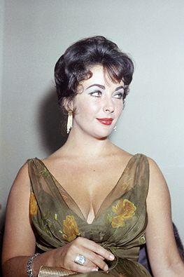 Elizabeth Taylor, 1965. (Cinema Classico on Facebook)