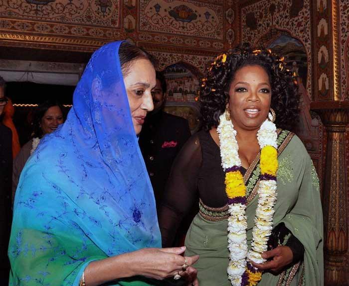 Oprah in a Sabyasachi saree