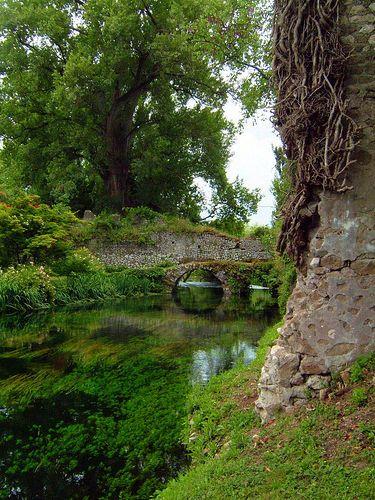 Giardino di ninfa cisterna di latina lt lazio balconi - I giardini di alice latina lt ...