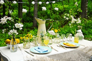 An amazing tablescape.... in our summer issue!