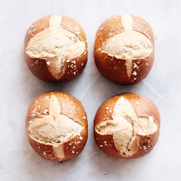 soft pretzel buns / milking almonds