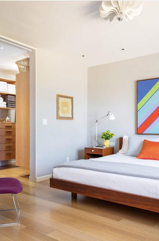 love the art above the bed.  and the crisp bedding.