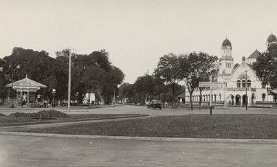 De Wilhelminaplein te Semarang 1933.