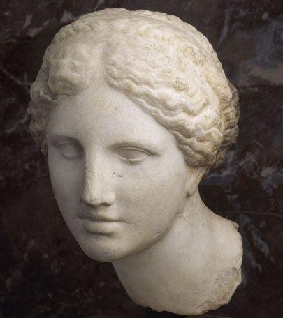 Tête féminine du type de l'Aphrodite de Cnide dite Tête Kaufmann (copie de Praxitèle?)