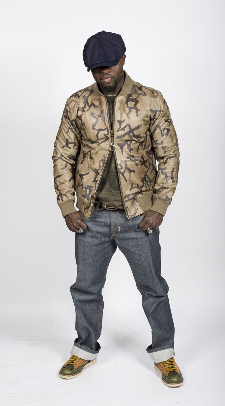 RAMBO Bomberjacke aus Nappaleder € 590.00  INKOGNITO Jeanshose € 149.00    Dark Olive T-Shirt mit allover Print € 49.50 Shoes € 170 #fashionfoto #herrenschatz #Herrenmode #herrenschmuck #newbrand #mensfashion