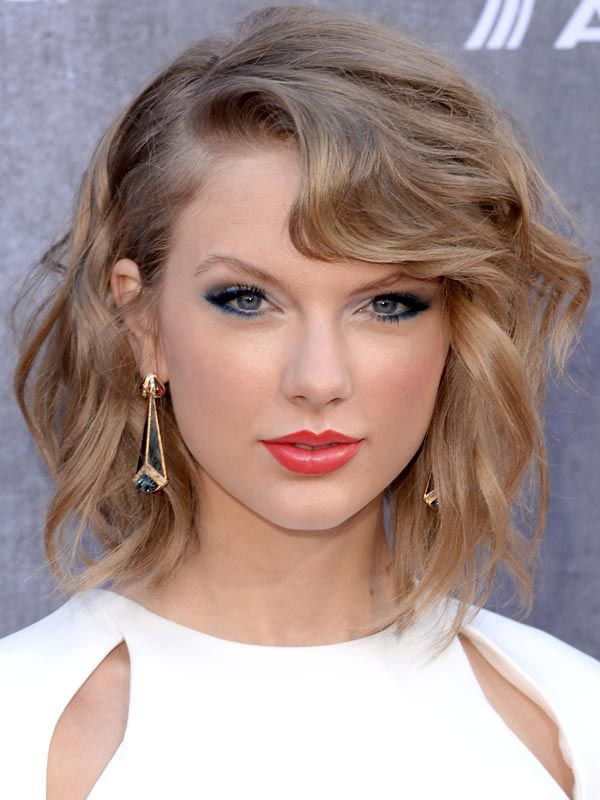 love her makeup here: great makeup for pale skin/ Taylor Swift - Celebrity inspired makeup ideas for homecoming