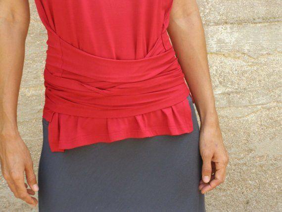 Langarm-Version: http://www.etsy.com/listing/60331529/woman-warrior-top-wrap-shirt-free  MATERIAL: QUALITATIV hochwertige Lycra (92 % Naturfaser Viskose + 8 % Lycra)  Farbe: Siehe Foto #5 für vorhandene Lycra-Farben. Die Farbe auf dem Bild ist rot.   GRÖßEN: Erhältlich in Einheitsgröße S (XS-M Anzüge) Büste bis zu 37(94cm), Taille bis zu 35 (90 cm) Einheitsgröße L (Anzüge M bis L) Büste 37 - 39  94-99cm, Taille 35-37  (90 - 95 cm) Eine Größe 2XL (entspricht XL, 2XL) B...