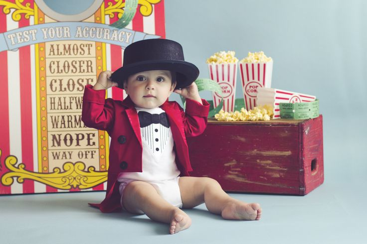 circus themed first birthday cake smash photoshoot by Mandi Raymond Photography and styled by your vintage affair