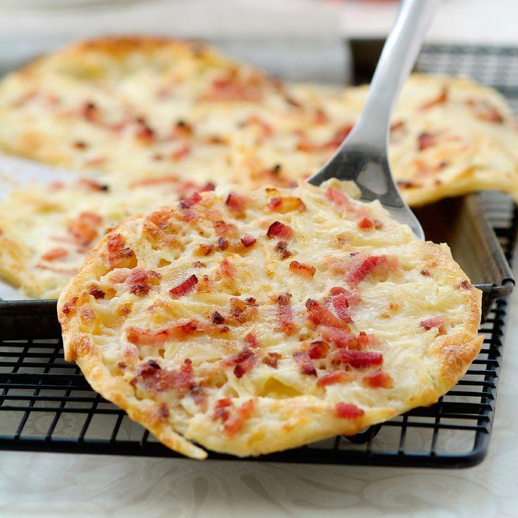 Découvrez la recette Flamenkuche express sur cuisineactuelle.fr.