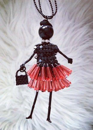 Kupuj mé předměty na #vinted http://www.vinted.cz/doplnky/nahrdelniky-and-privesky/14760191-fashion-panenka-cerna-s-cervenou-koralkovou-sukni