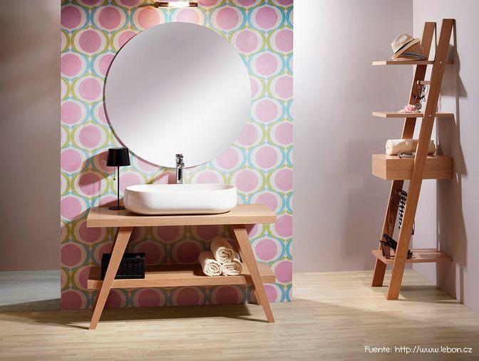 Otro diseño simple, tal vez para un toilette, en madera.