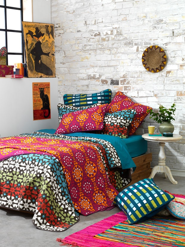 I love everything about this; the exposed brick, the bohemian style bedding, the posters, the colourful rugs and pillows! Ugh, it's just so cute!