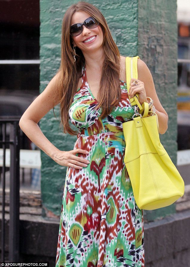 I want to be Miss @SofiaVergara friend she's always smiling :) Seems like a happy person to be around