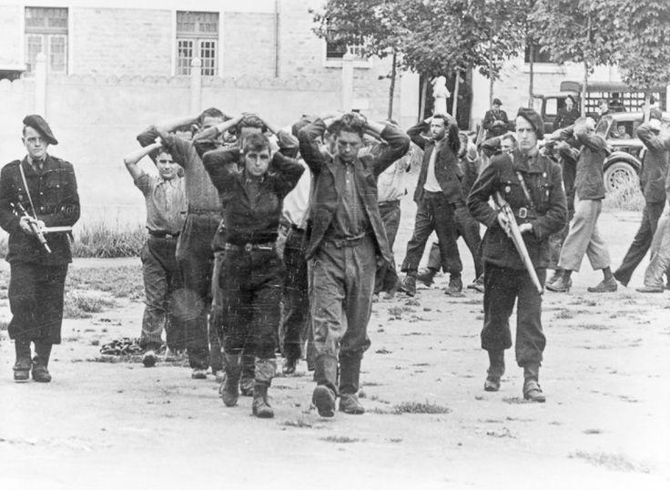 La milice française et le régime de Vichy.La Milice française est créée par le régime de Vichy le 20 janvier 1943. Constituée d'environ 30 000 membres (dont 15 000 actifs), cette organisation paramilitaire a pour mission principale de lutter contre les mouvements «terroristes» de la Résistance. «La Milice» constitue en fait rapidement la police politique de Vichy et en vient à jouer un rôle supplétif auprès de la Gestapo ou des autres forces n...