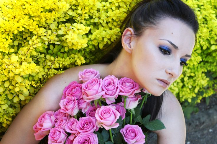 photography girl portrait color flowers roses  pink yelow