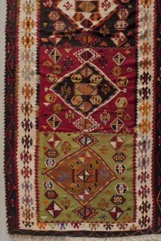 Kilim (detail), 1900s, wool, slit tapestry, the Collection of the Jedel Family Foundation (the image was provided to the Turkish Cultural Foundation by Spencer Museum of Art, University of Kansas)