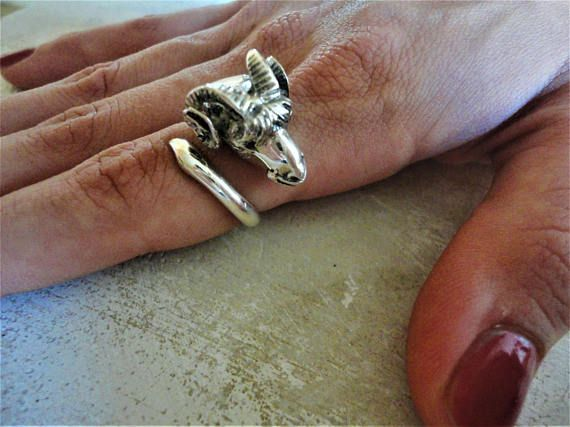 Ram head 925 Sterling Silver Ring with Mother of Pearl.