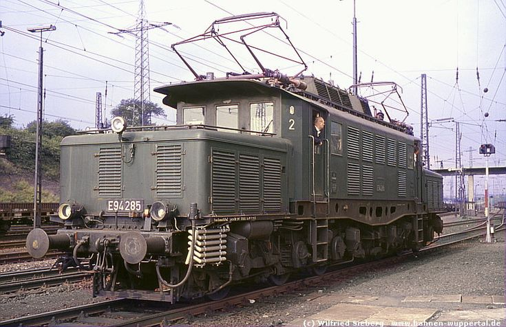 E94 285 in Bw Aschaffenburg (16/7/1968)