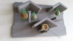 """Vogel voederbord van massief hout met pothouder en 4 ophanghaken""""Mees"""". YamBee-Meubelen een diversiteit aan steigerhout en massief houten meubelen"""