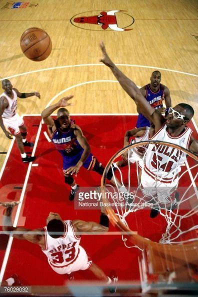 Fotografia de notícias : Horace Grant of the Chicago Bulls defends against...