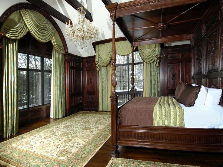 Old World, Gothic, and Victorian Interior Design: Victorian Gothic style interior