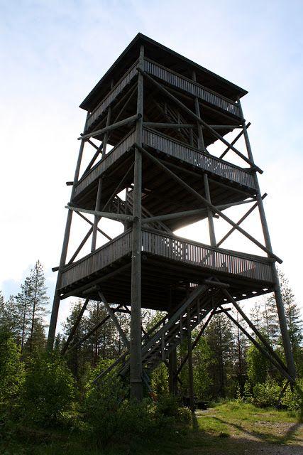 Heinävedellä 102 metriä korkean Pääskyvuoren laella seisoo näkötorni, josta avautuvat näkymät Heinäveden metsäisiin maisemiin ja Kermajärvelle.