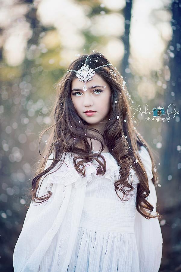 Winter Wonderland | Holiday Beauty at: http://www.pinterest.com/oddsouldesigns/once-upon-a-december/ #princess #fantasy
