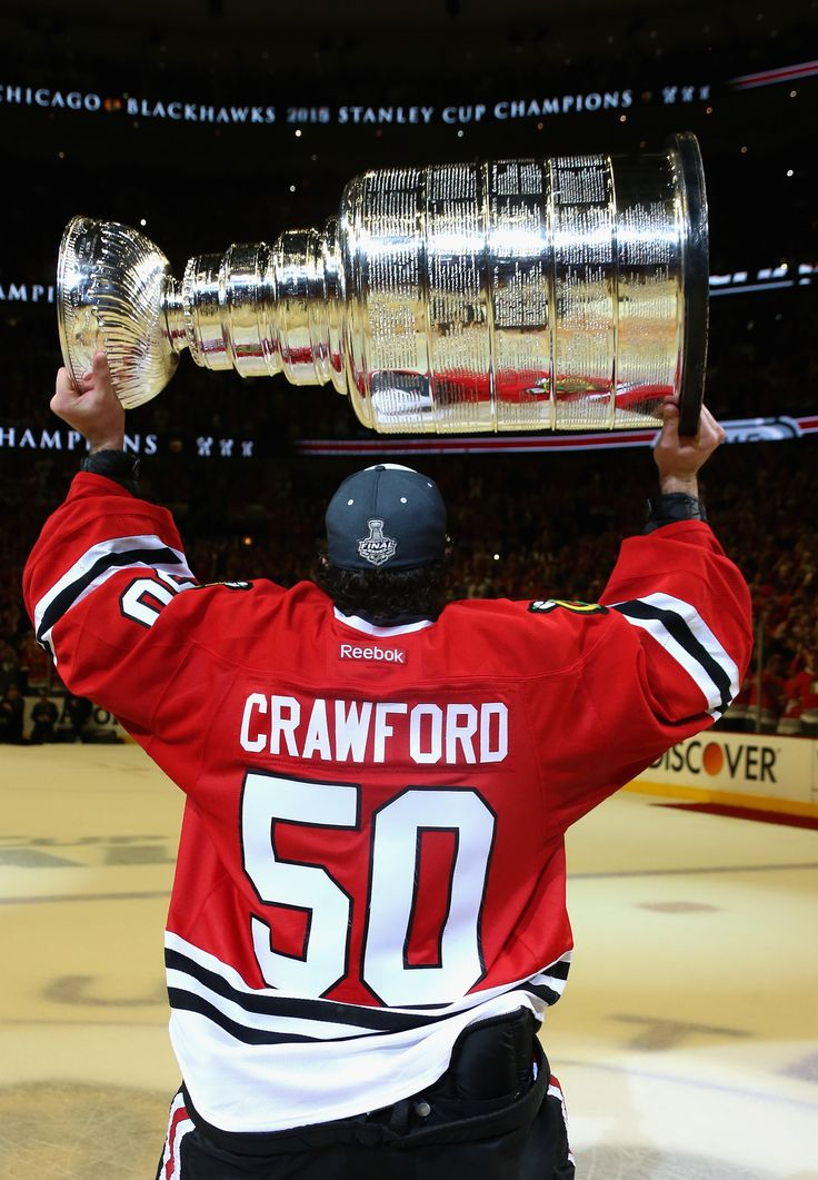 Corey Crawford hoists the Cup! #ONEGOAL