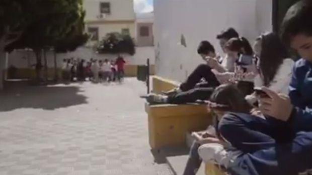 Un vídeo de un colegio de Dos Hermanas cautiva a Alejandro Sanz #colegioAndévalo #Sevilla #ColegioBilingüe