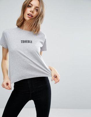 Camiseta de corte cuadrado con estampado Trouble de ASOS