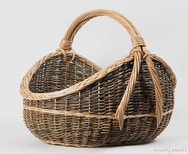 http://www.amatukraite.lt/amatukraite/media/catalog/product/cache/1/image/c841dfb9a1d943600247e99b27951424/a/r/ara_4645.jpg. Basket.#Basket #wicker basket