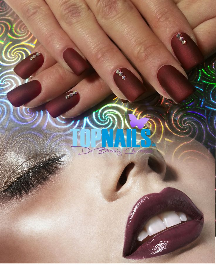 Uñas Acrílicas con esmalte tradicional Mate y cristales swarovski.(Acrylic Nails with traditional enamel matt and crystals swarovski  Hazte Fans o Me Gusta  en https://www.facebook.com/topnails.cl   www.topnails.cl ☎94243426, saludos Beatriz