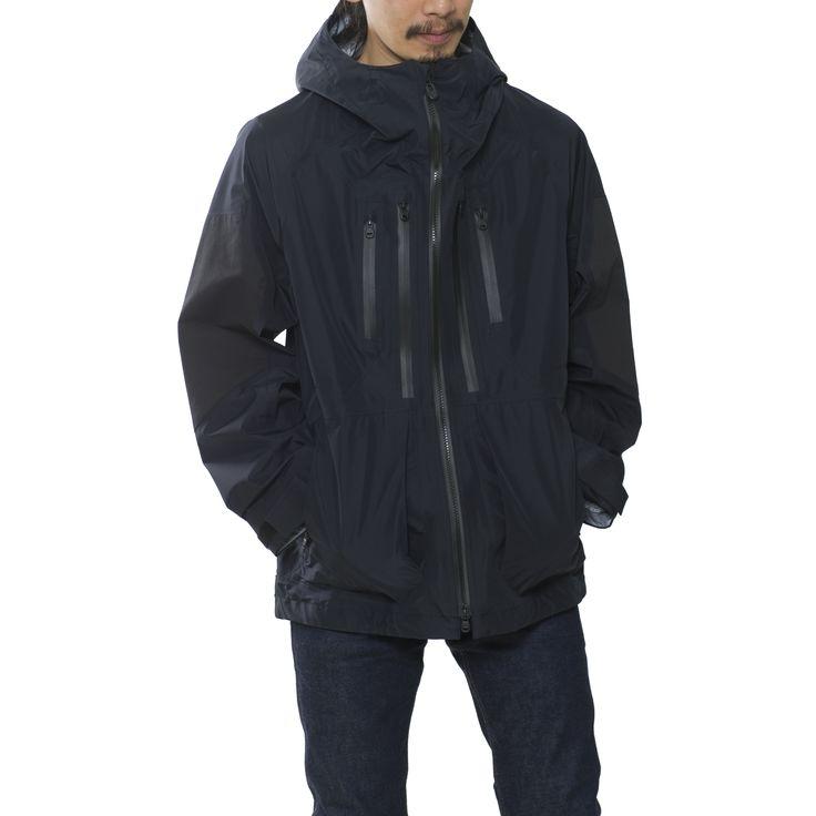 表面には耐久性に優れ、平滑できれいな仕上がりの40dナイロンを使用したマウンテンパーカ。GORE-TEX®3層品の柔らかさや袖通しの良さが魅力で、非常に着心地の良いマウンテンパーカーに仕上がっている。※GORE-TEX®防水耐久性、防風性、透湿性を兼ね備えたファブリック。耐久性が高く、風雨から体を守る防護性と快適性を保持している。0) 着丈74cm 身幅58cm ゆき丈86cm1) 着丈76cm 身幅60cm ゆき丈88cm2) 着丈78cm 身幅62cm ゆき丈90cm3) 着丈80cm 身幅64cm ゆき丈92cm【モデル情報】身長172cm 体重58kg 着用サイズ1<<品番>>WM1773201<<組成>>NYLON:100%parts / COTTON : 53% , NYLON : 44% , POLYURETHANE : 3%<<原産国>>日本※ご注文後、お客様の都合によるキャンセル・返品・サイズ交換につきましては、一切お受けしておりません。※ONLINE-STORE上で在庫が無いアイ...