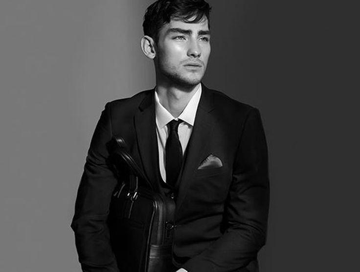 Luxuriöse Menswear, mit der du garantiert Eindruck schindest!  Profitiere beim grossen DKNY Sale von bis zu 78% Rabatt!  Profitiere hier: http://www.onlinemode.ch/blacksocks-socken-abo/