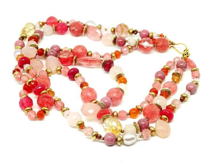 Collier de trois rangs de quartz, perles baroques, rhodocrosite, citrines, agates teintées roses et saumon : Collier par capespine