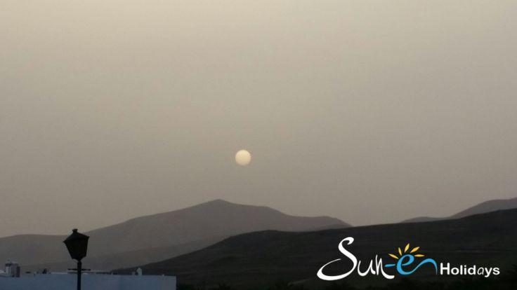 Atardece en #PuertoCalero  Sunset from Puerto Calero  #Lanzarote  #holidaysrental #villas   www.sun-e-holidays.com